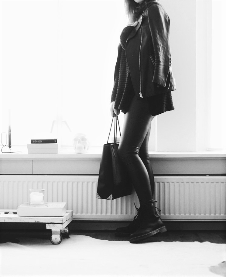 all-leather-black-outfit-with-black-combat-boots