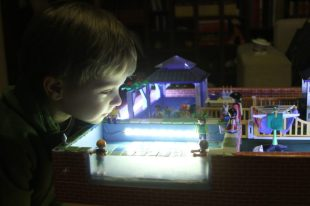 Piscină de jucărie, pe terasa casei lui David
