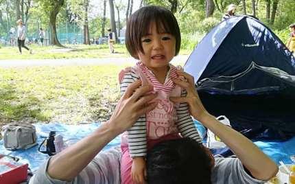 子供,娘,初めて,肩車,公園,バーベキュー