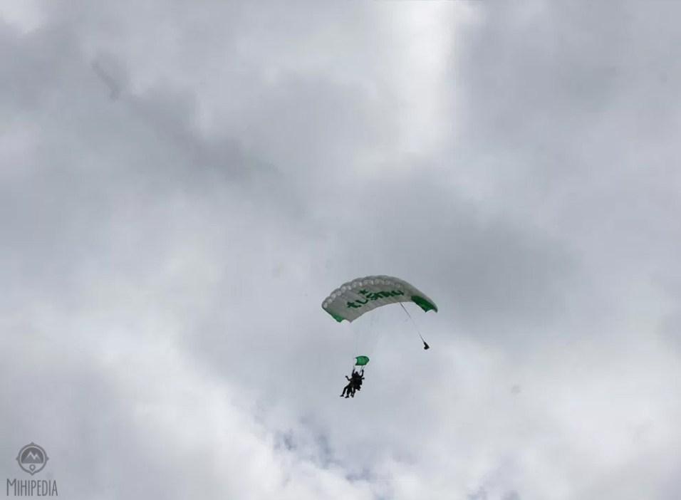 Airborne-Stunts-and-Stunning-Sights10