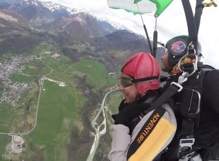 Airborne-Stunts-and-Stunning-Sights8