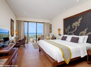 Living-it-Up.-At-Phukets-Movenpick-Resort-and-Spa-Karon-Beach2