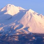 シャスタとシャスティーナ 統合のシャスタ山 (シャスタ山からのエネルギーをお届けします)
