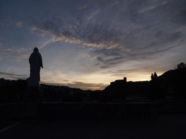 ルルド大聖堂。フランスルルド、朝の大聖堂、空