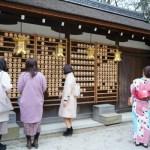 美人になりたい!京都「河合神社」の鏡絵馬にお化粧して祈願?