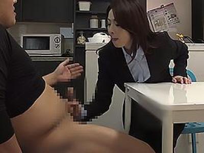スーツ姿のスレンダーな美熟女と同棲生活!フル勃起ちんぽを手コキしてもらったらセックス交渉の画像です