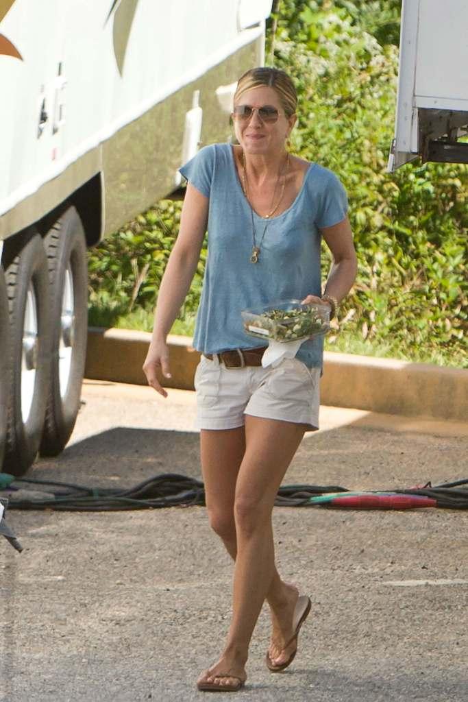 JenniferAniston_Filming_'Wanderlust'_Atlanta_091310_ (3)