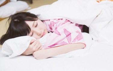 目覚まし時計のスヌーズ機能の語源は、英語の【snooze:うたた寝】