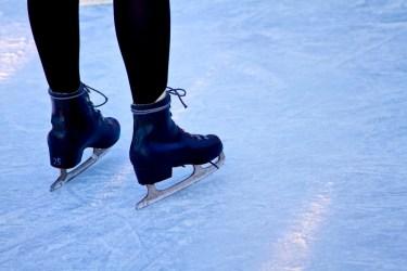 チームパシュート(スケート)の「パシュート」の語源は、英語の【pursue:追跡する】