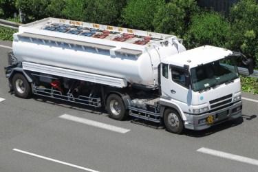 タンクローリーの「ローリー」の意味は、英語の【lorry:トラック】