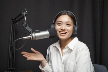 ラジオの「パーソナリティー」の語源は、英語の【personality:人柄】