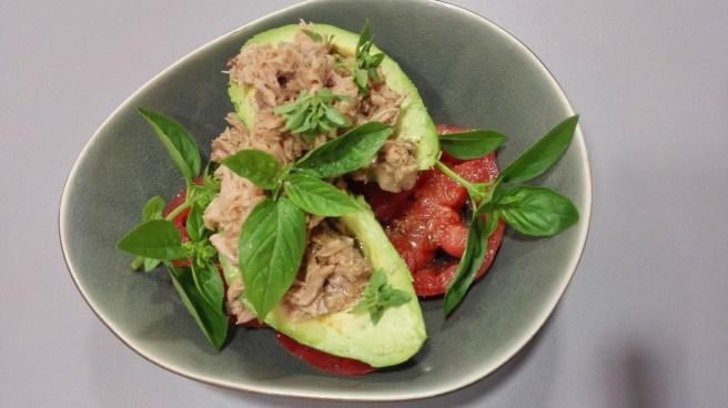 coeur de boeuf, Mr. A(vocado), tonijn, olijfolie, peper en drie soorten basilicum