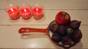 de appel uit de tuin, en vijgen klaar om gestoofd te worden.