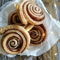 cinnamon rolls - swirls, of kaneelbroodjes
