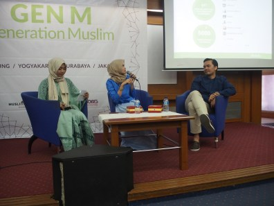 MC by Dian Kurnia Utami and Speakers on stage. - Moeslema.com-