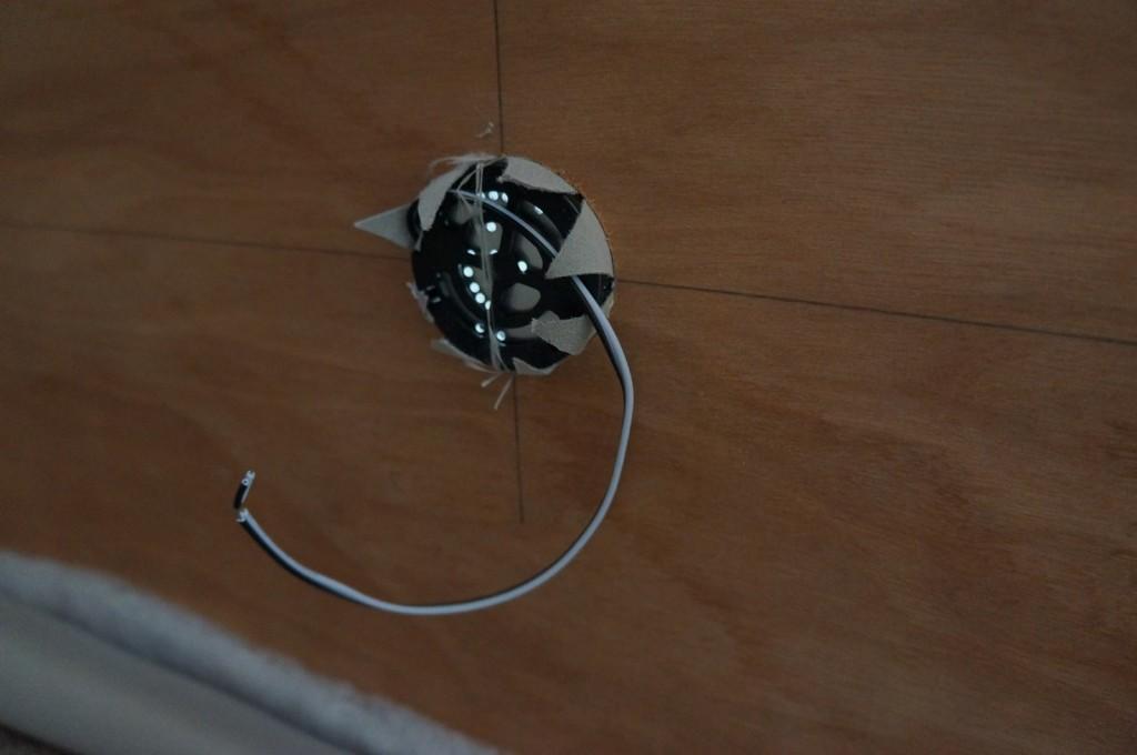 メルセデスベンツスプリンター自作キャンピングカー 室内灯裏側