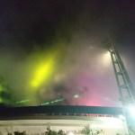 横浜スタジアムの試合後、花火とライトのショー