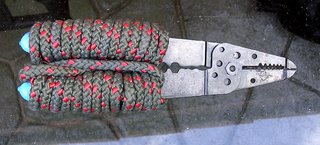 Wire cutters with an extra rope handle grip