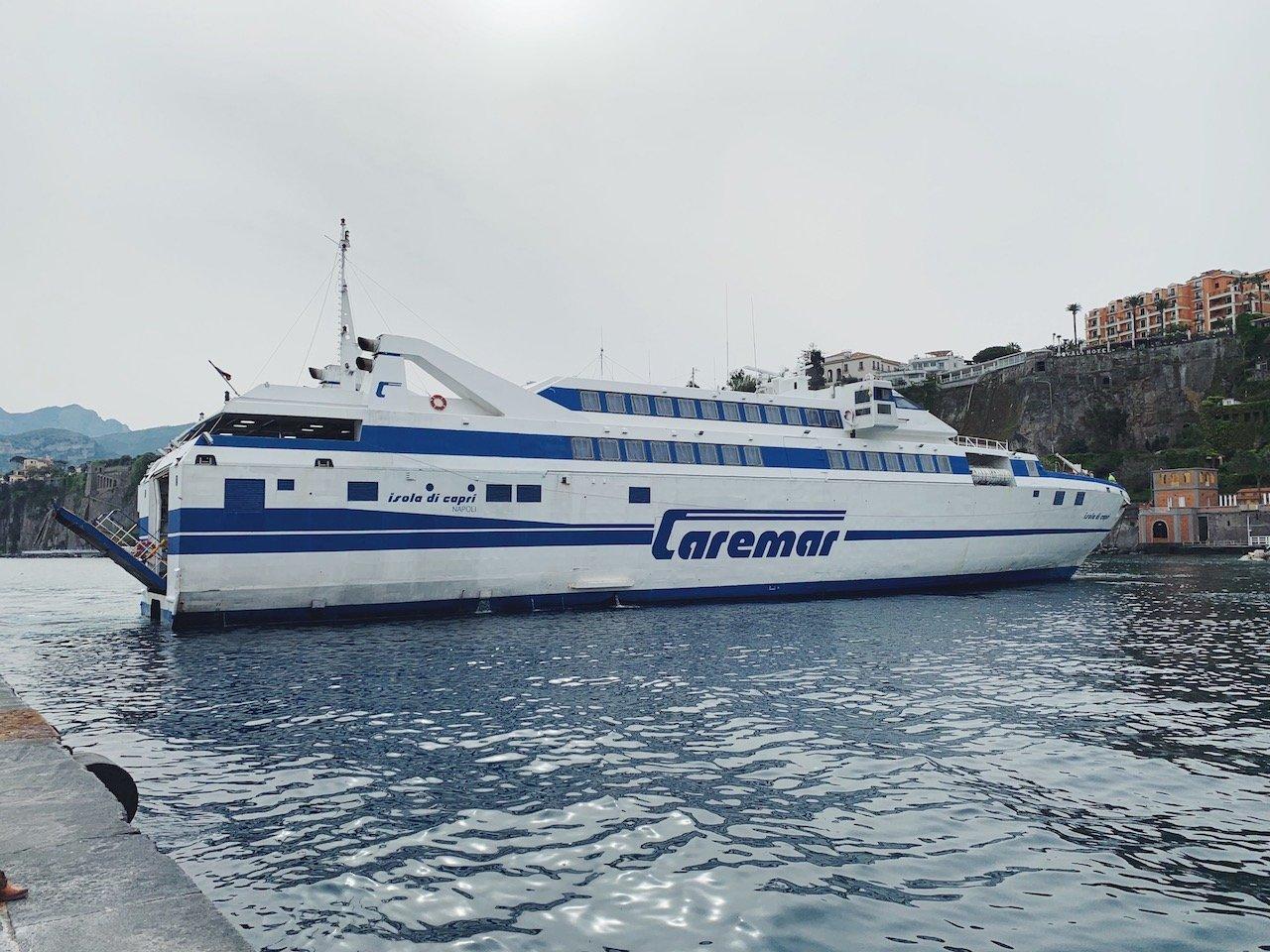 como llegar a Capri en ferry