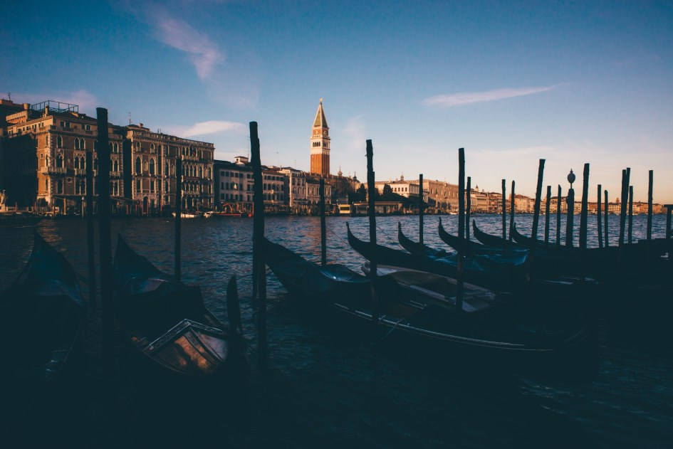 Venezia, Italia – Walking around the Academmia, Santa Maria della Salute, the grand canal.