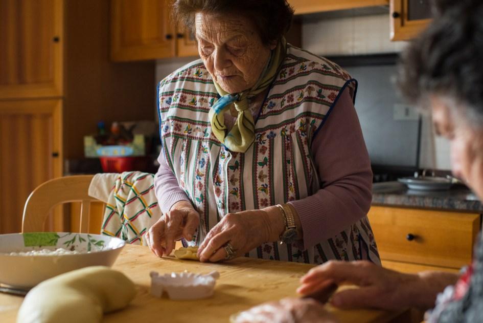Zia Anna baking casatelle.