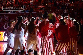 Wbball Huddle, 2014