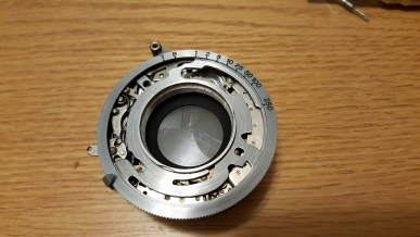 This is an actual Compur shutter from a Certo Super Sport Dolly. Notice the similarities with the Zenobia's Daiichi-Rapid shutter.