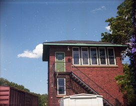 One of many well lit outdoor images shot showing excellent clarity color, and only a hint of vignetting.