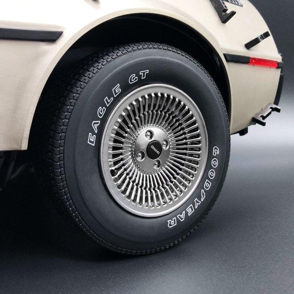 Tyre Transfer mod on 1:8 DeLorean model rear wheel