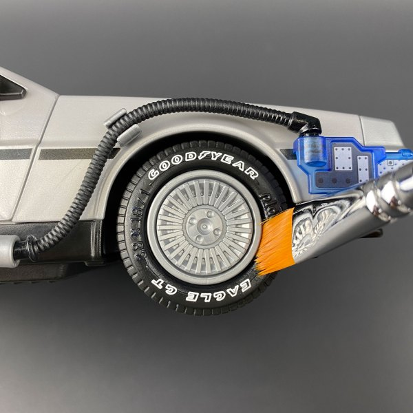 Applying Tyre Dressing to Hot Toys DeLorean tyre