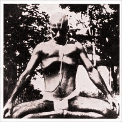 Krishnamacharya demonstrating the extended no breath