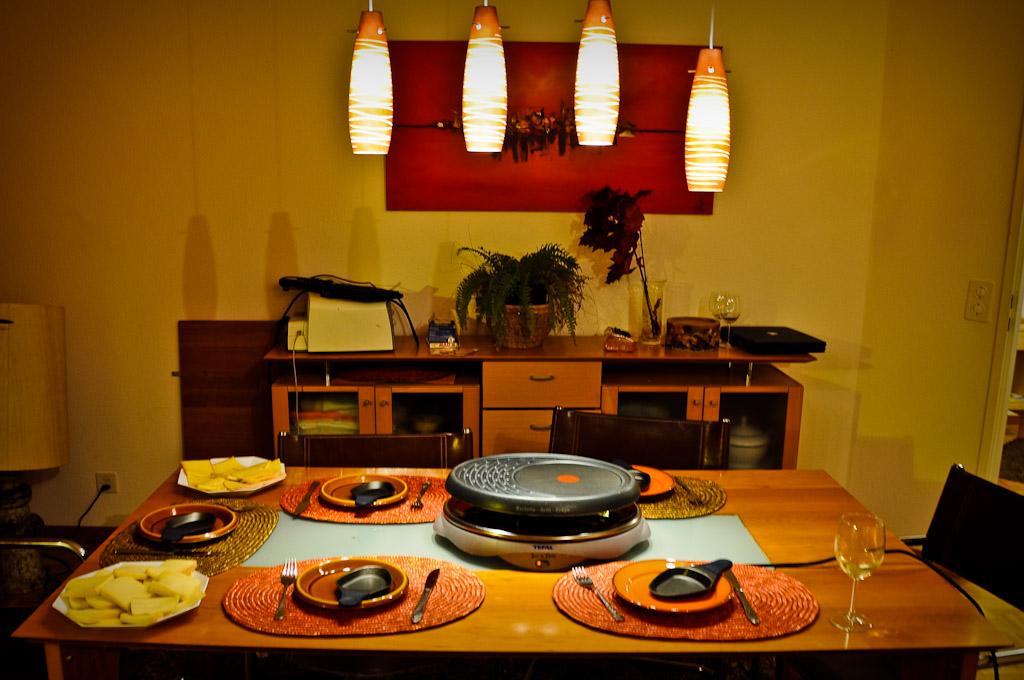 Stół gotowy do raclette