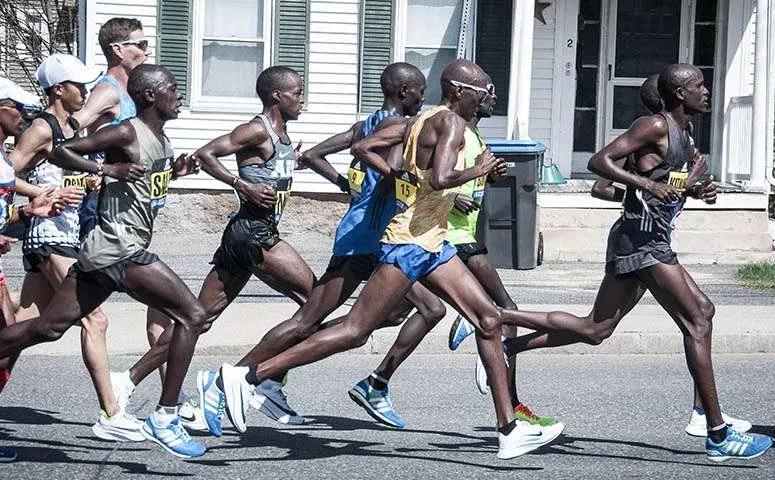 2017 Boston elite men at mile 10