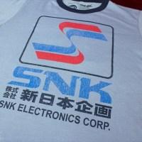 超レトロ!「新日本企画」時代のSNKロゴTシャツやネオジオ本体デザインTシャツが発売に!