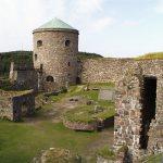 Borggården med slottsbrønnen