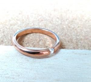 金色の婚約指輪