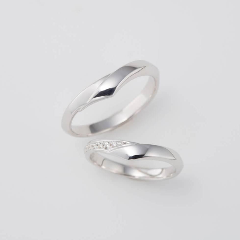 V字の形の結婚指輪