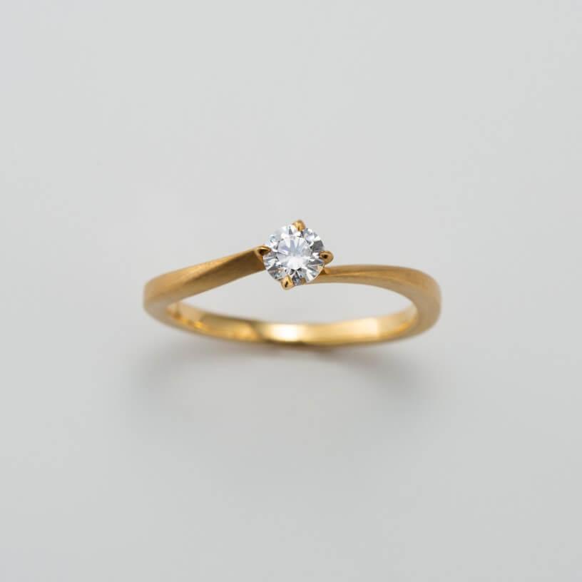 S字フォルムの婚約指輪
