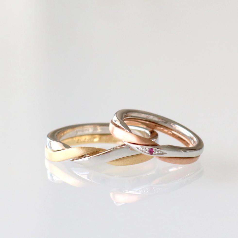ルビーの誕生石をあしらったギメルリングの結婚指輪
