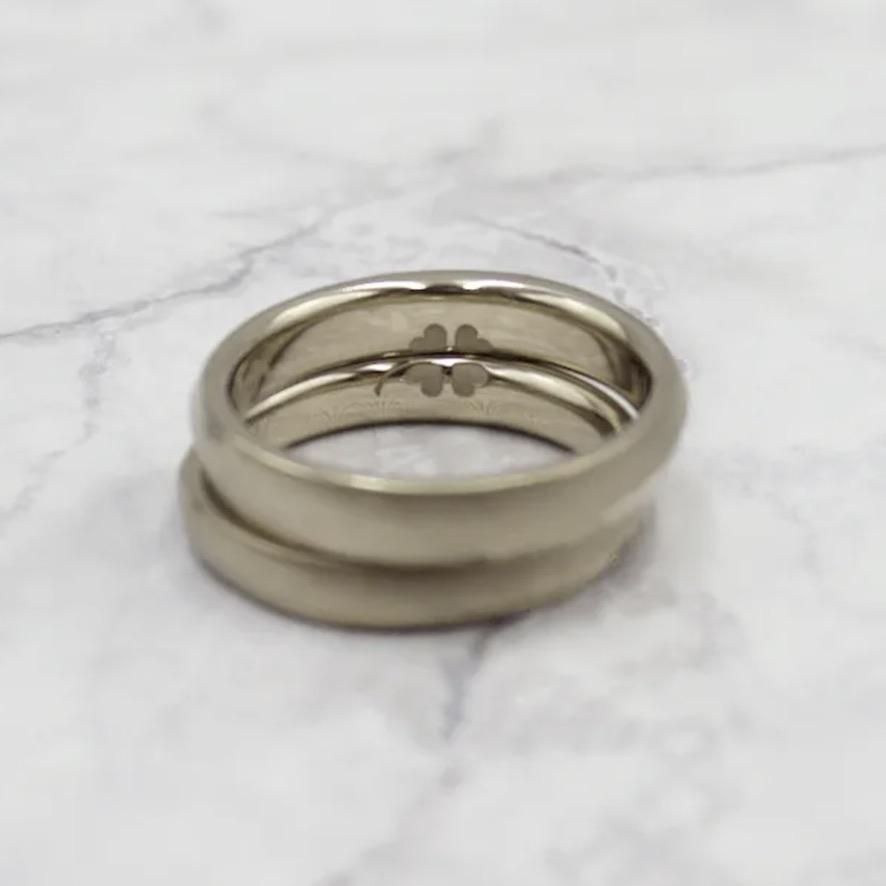 クローバーマークを刻印した結婚指輪