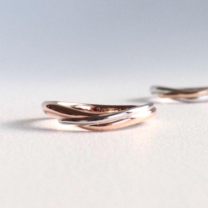 ピンクゴールドとプラチナのコンビリングの結婚指輪