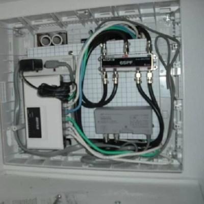 無派遣工事で契約者が自分で外して回収キットで返却する予定でしたが下駄箱やクローゼットの上の方・お風呂場や廊下の点検口にメディアBOX内にひかり電話ルーター(HGW)取付けている建物やドコに取付けたか分からない・外せるか不安な場合は工事会社が訪問して回線終端装置を回収する事も可能