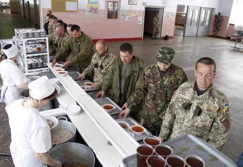 Військових у Десні годували м'ясом з кишковою паличкою з холодильника де було +15°C