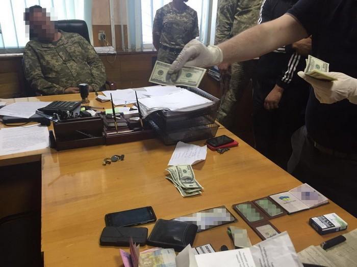 На Харківщині СБУ затримала на хабарі військового комісара
