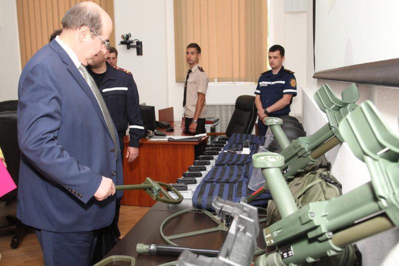 НАТО передало Україні засоби та обладнання для розмінування та утилізації вибухонебезпечних об'єктів