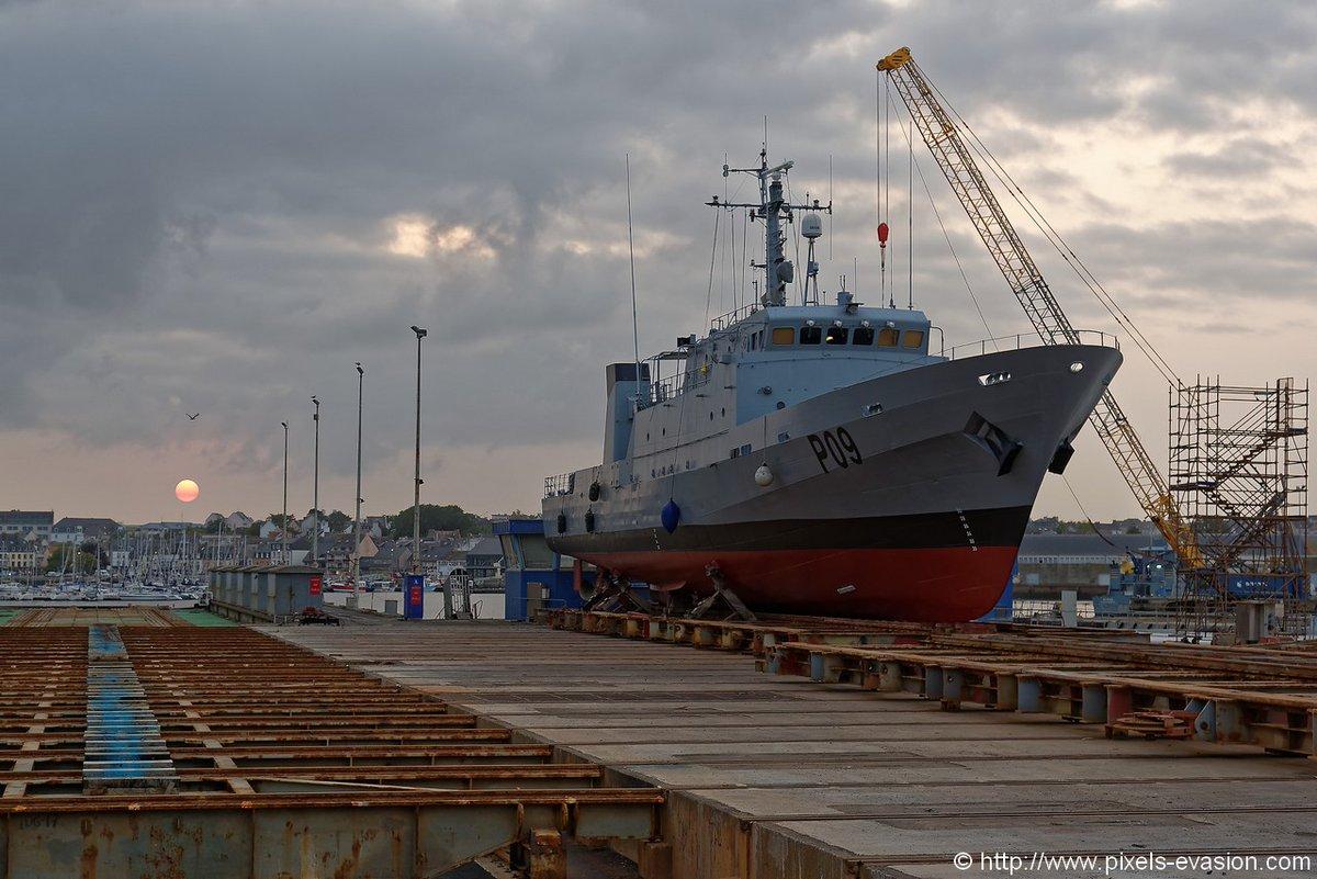 Передача чи придбання бувших у використанні кораблів для потреб ВМС України