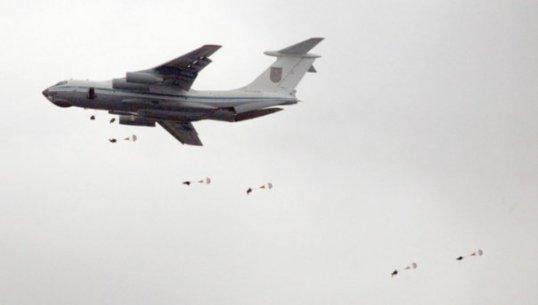 Десантування з літака Ил-76