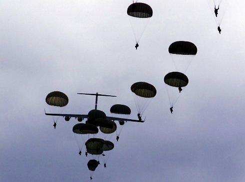 Дніпропетровські десантники вдруге за рік стрибали з парашутами