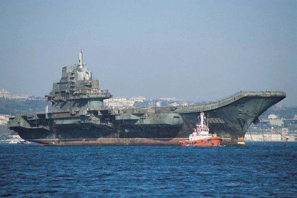 Китай спускає на воду свій перший авіаносець