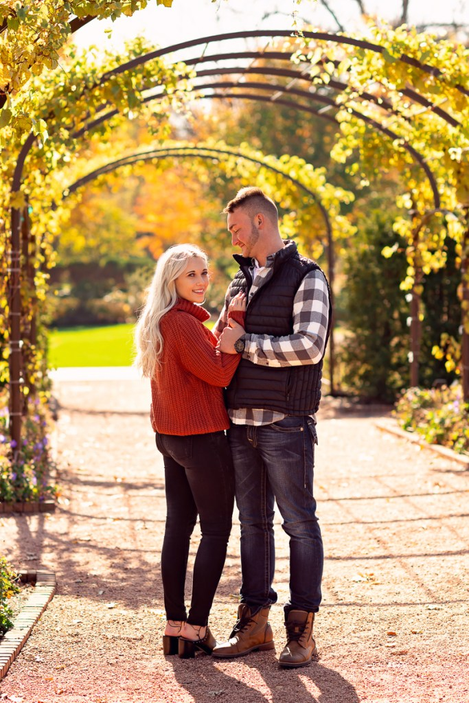 An engagement session for an engaged couple at Cantigny Park in Wheaton in the fall by a wedding photographer Mila Craila Photography
